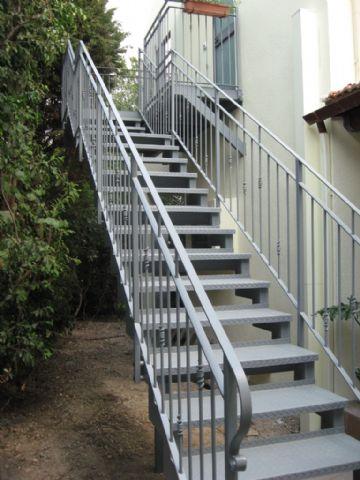 מדרגות מתכת קלות
